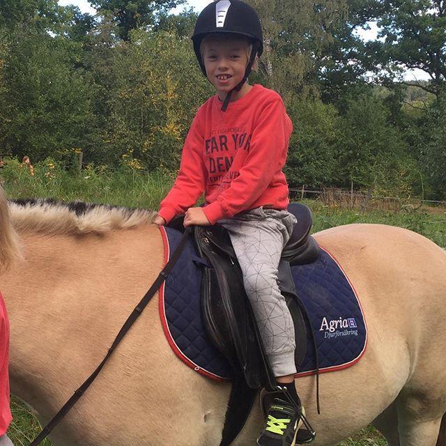 Noah fick också testa att rida :)